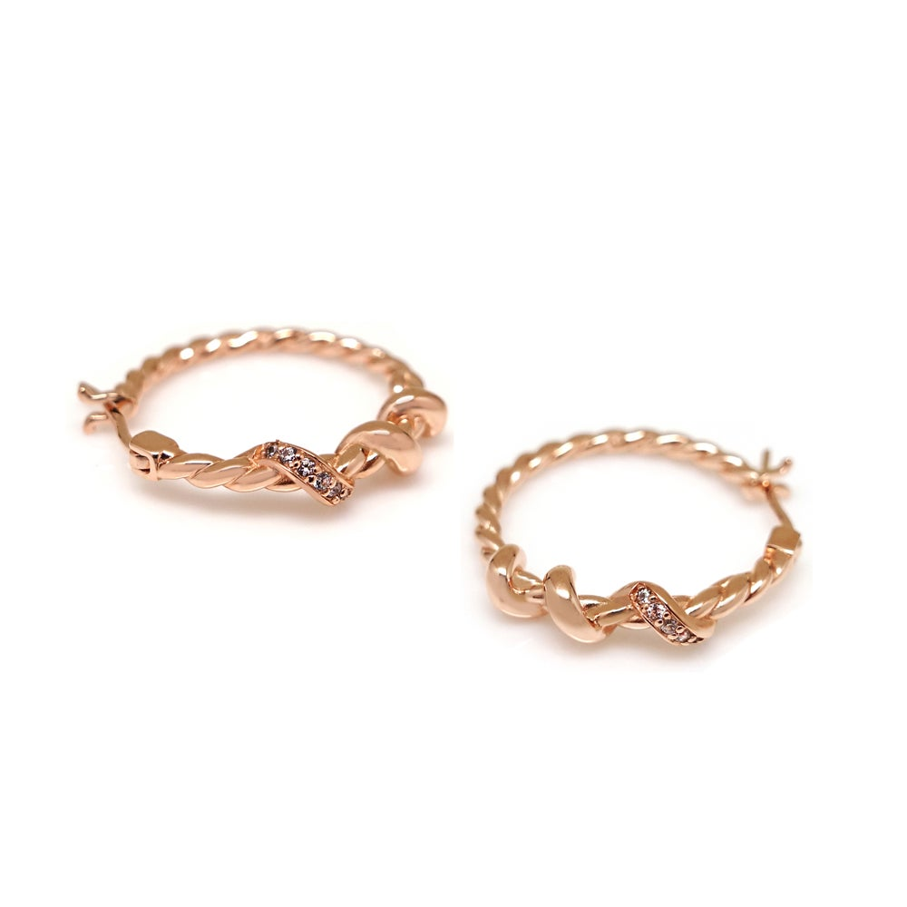 LOLA ROPE PAVED HOOP EARRING