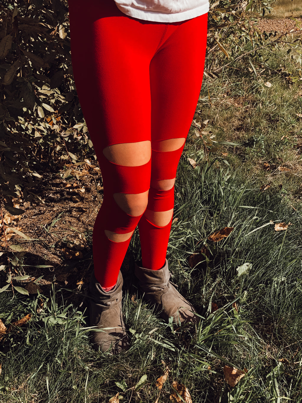 The Sabrina Distressed Leggings: Poppy