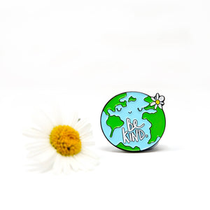 Be kind World Pin