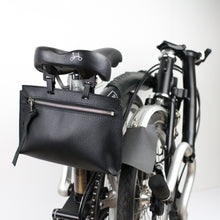 Load image into Gallery viewer, Brompton leather bag in black drummed Italian leather