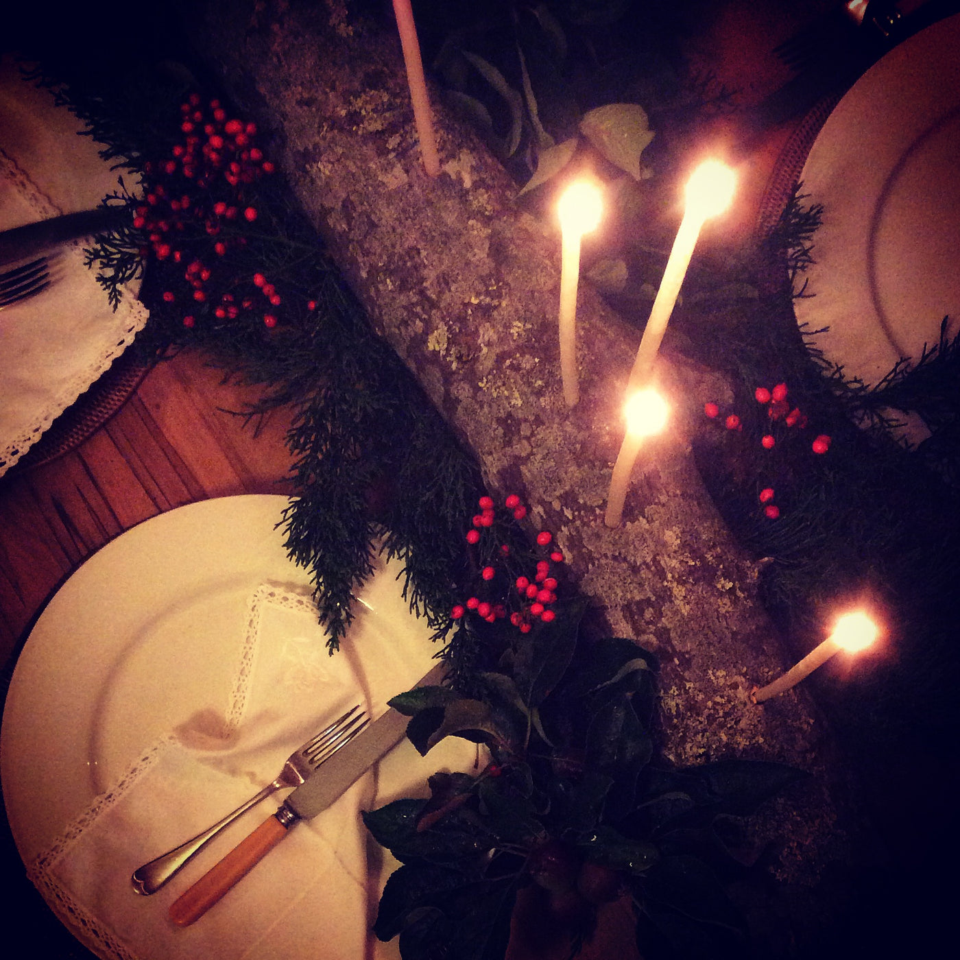Simple festive table decoration