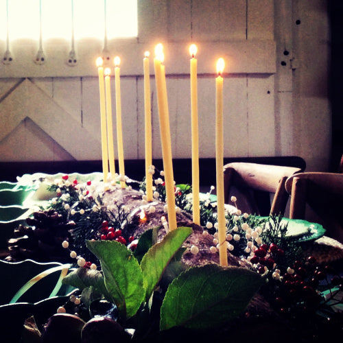 festive DIY candleholder idea, make your own festive table decorations, festive beeswax candle centrepiece