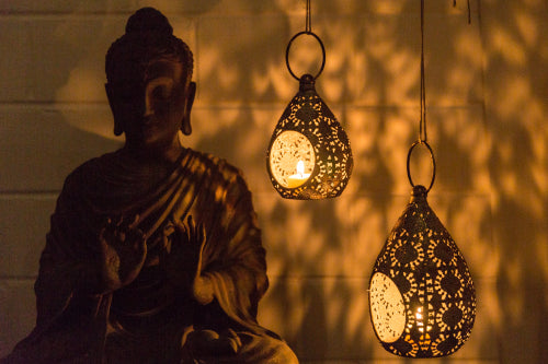 Teardrop lanterns can also be hung to create beautiful light patterns a wall