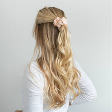 Load image into Gallery viewer, SCRUNCHIES - BLUSH WALNUT