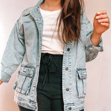Load image into Gallery viewer, VINTAGE OVERSIZED DENIM JACKET