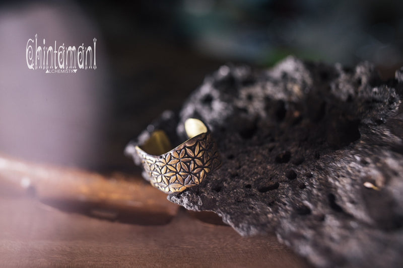 LIFE POWER Massive Brass Ring ∆ Wide Band Ring wth Flower of Life Sacred Geometry Pattern - ChintamaniAlchemi