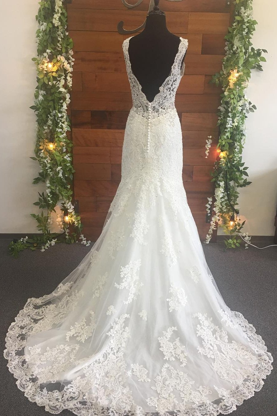 2020 Mermaid Lace V Neck Backless Long Ivory Wedding Dresses