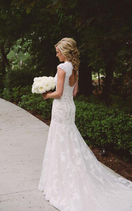 2020 New Arrival Sheath V Neck Capped Sleeves Backless Lace Wedding Dresses