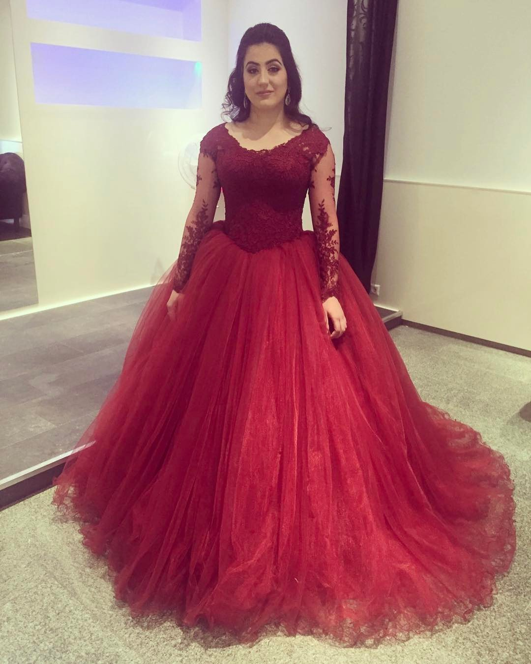 2020 Cheap Ball Gown Long Sleeves Tulle Burgundy Prom Dresses