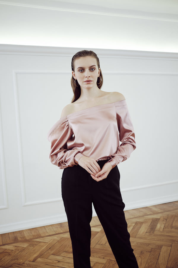 IPANEMA-SILK-BLOUSE-top-rosa-con-spalle-scoperte-in-raso-di-seta
