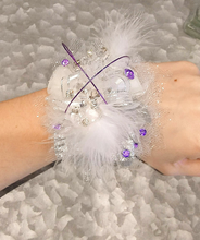 Load image into Gallery viewer, Feather White & Purple Corsage Set