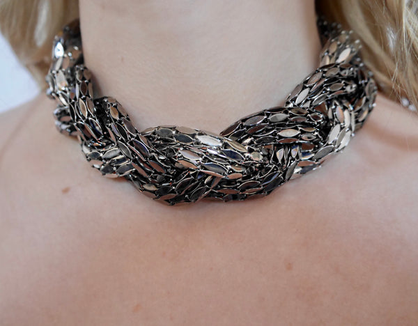 Nerine - Metal Necklace