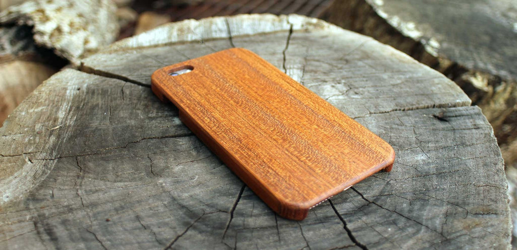 Mahogany Wood Case for iPhone 6/6s and 6/6s Plus - Lifestyle