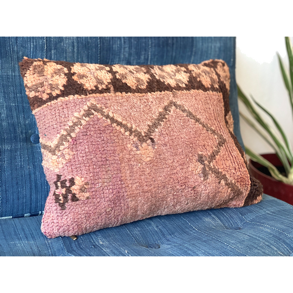 Pink vintage upcycled Moroccan pillow with coffee-colored border - Kantara | Moroccan Rugs