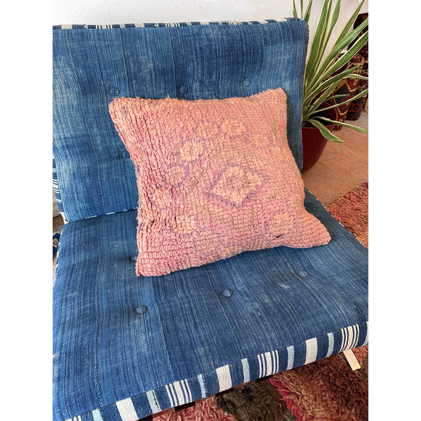 Pink upcycled Moroccan throw pillow with faded diamond motif - Kantara | Moroccan Rugs