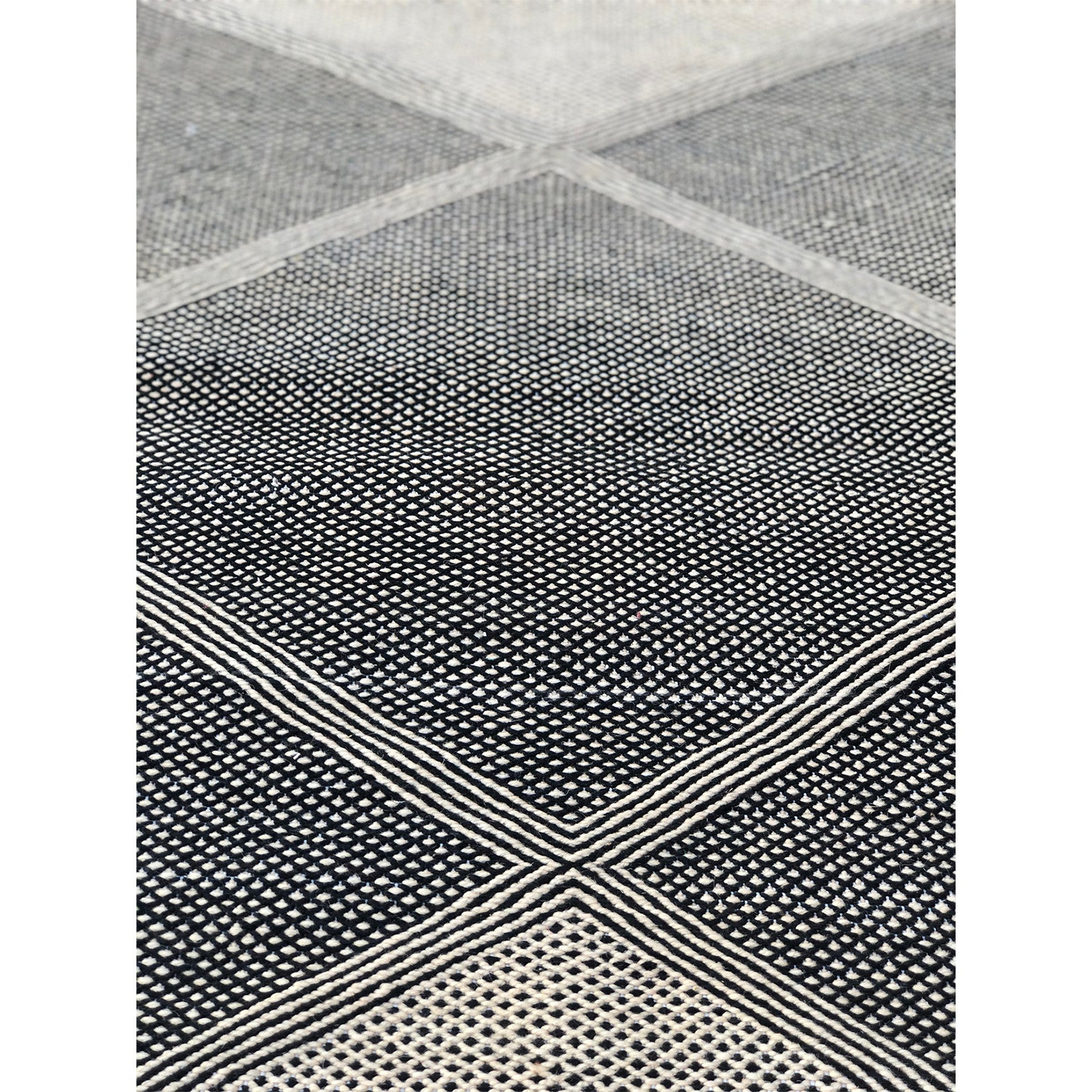 SOHA - Small Geometric Moroccan throw - Kantara | Moroccan Rugs