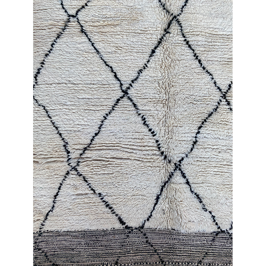 Contemporary black and white Moroccan rug - Kantara | Moroccan Rugs