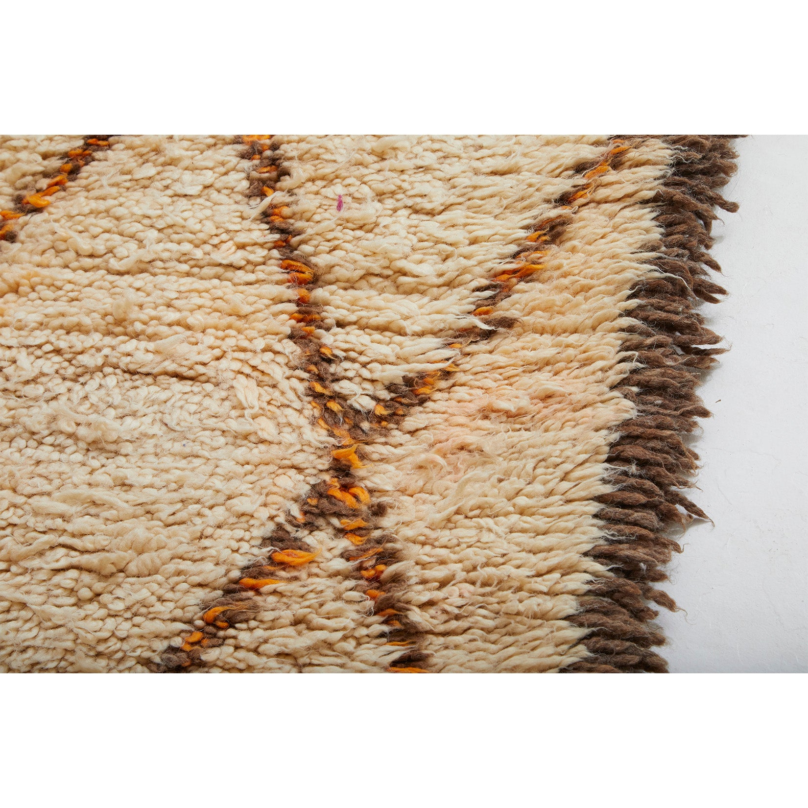 Detail of large ivory-colored Moroccan berber rug in beni ourain style - Kantara | Moroccan Rugs