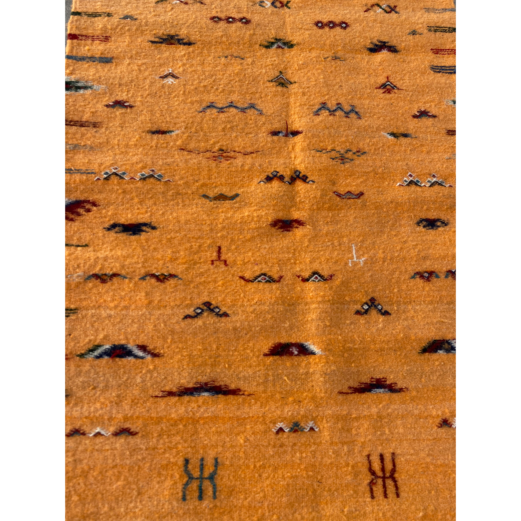 Contemporary Moroccan throw rug with colorful details - Kantara | Moroccan Rugs