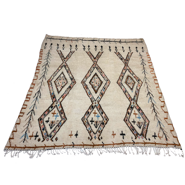 Large cream colored Moroccan area rug with diamond motifs - Kantara | Moroccan Rugs
