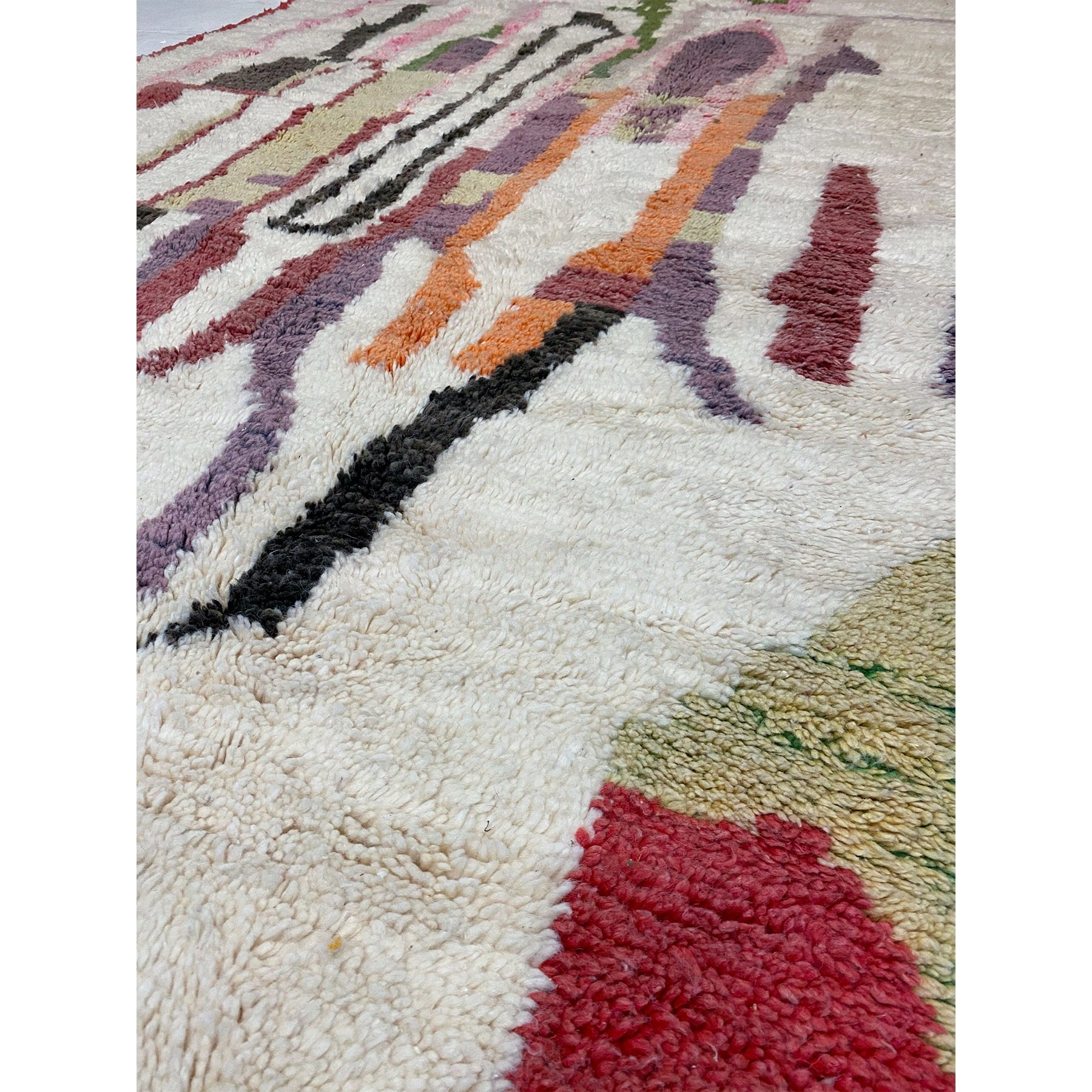 White berber carpet with colorful details - Kantara | Moroccan Rugs