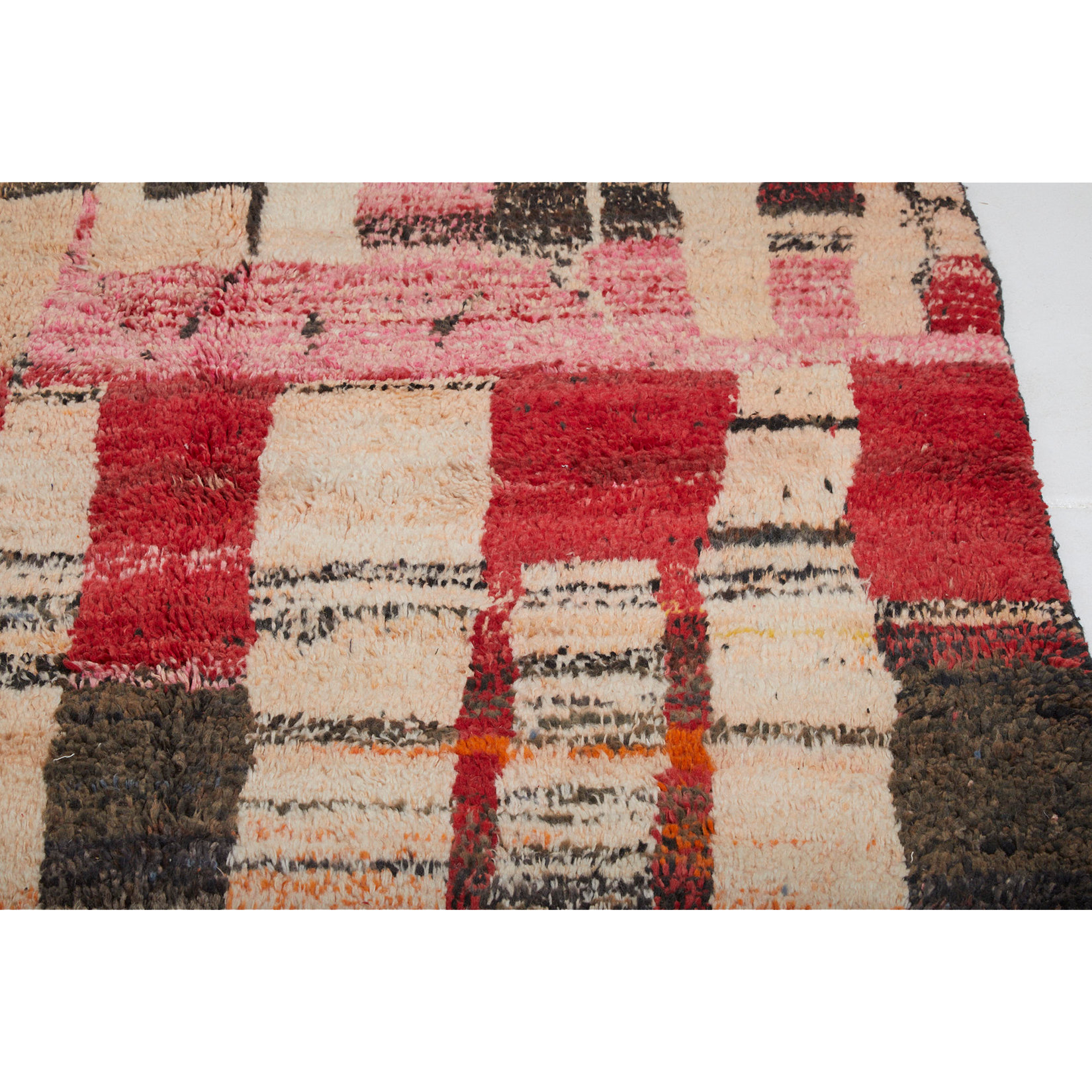 Geometric Moroccan area rug with colorful details in pink and orange - Kantara | Moroccan Rugs