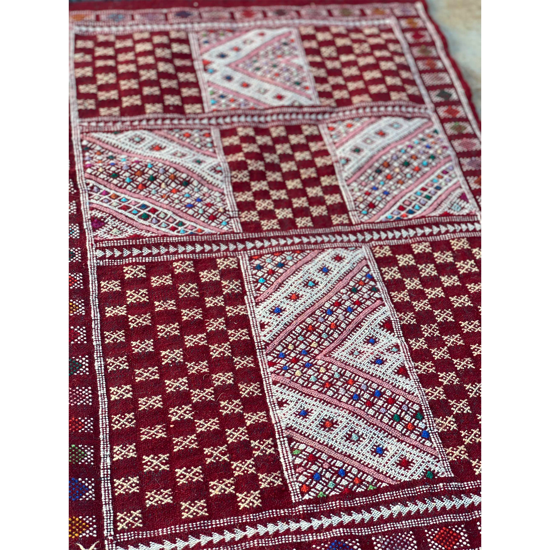 Traditional Moroccan throw rug with geometric pattern design - Kantara | Moroccan Rugs