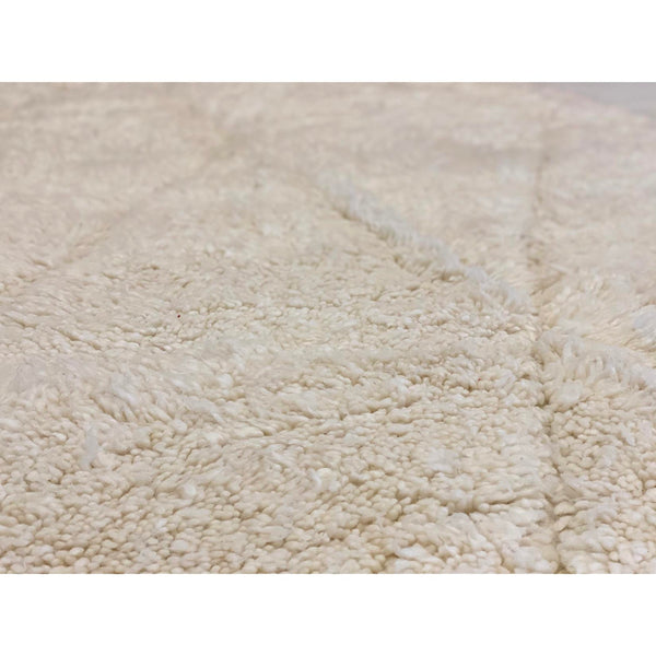 Contemporary minimalist off white medium sized Moroccan rug - Kantara | Moroccan Rugs