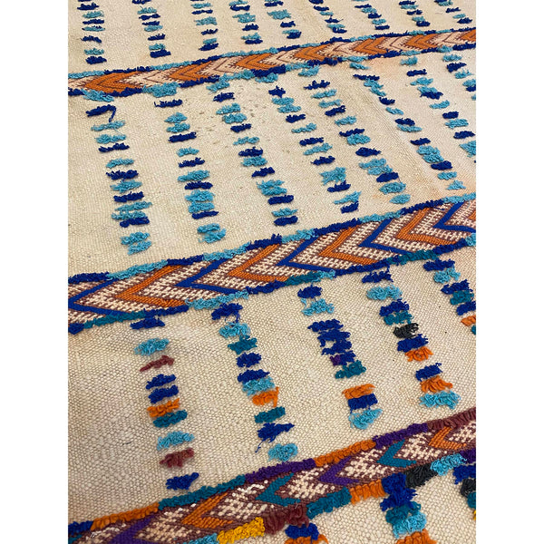 Cream-colored Moroccan berber flatweave kilim with tufted details - Kantara | Moroccan Rugs