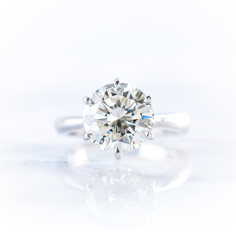 The Solitaire • 0,75ct Diamond