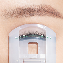 Load image into Gallery viewer, Mini Portable Eyelash Curler