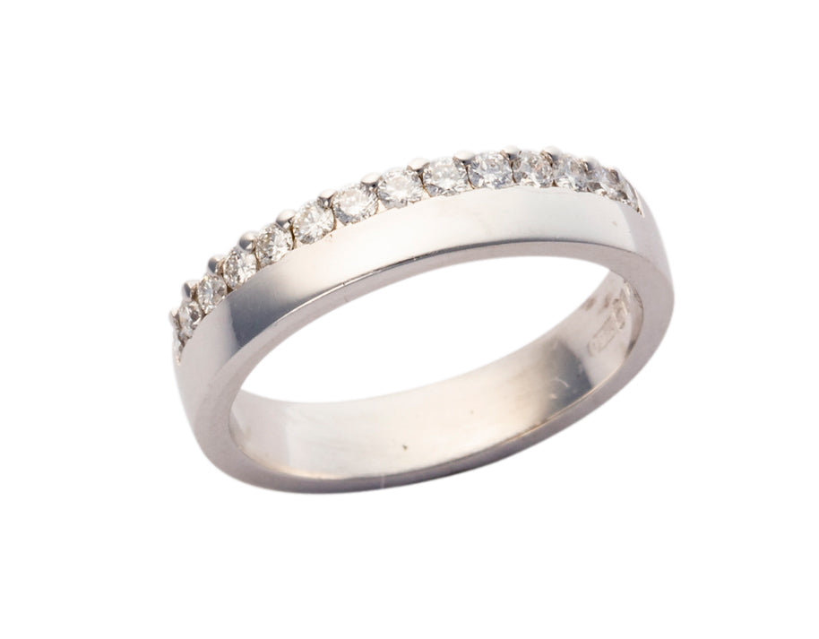 18ct white gold Ladies wedding ring with off set Diamonds
