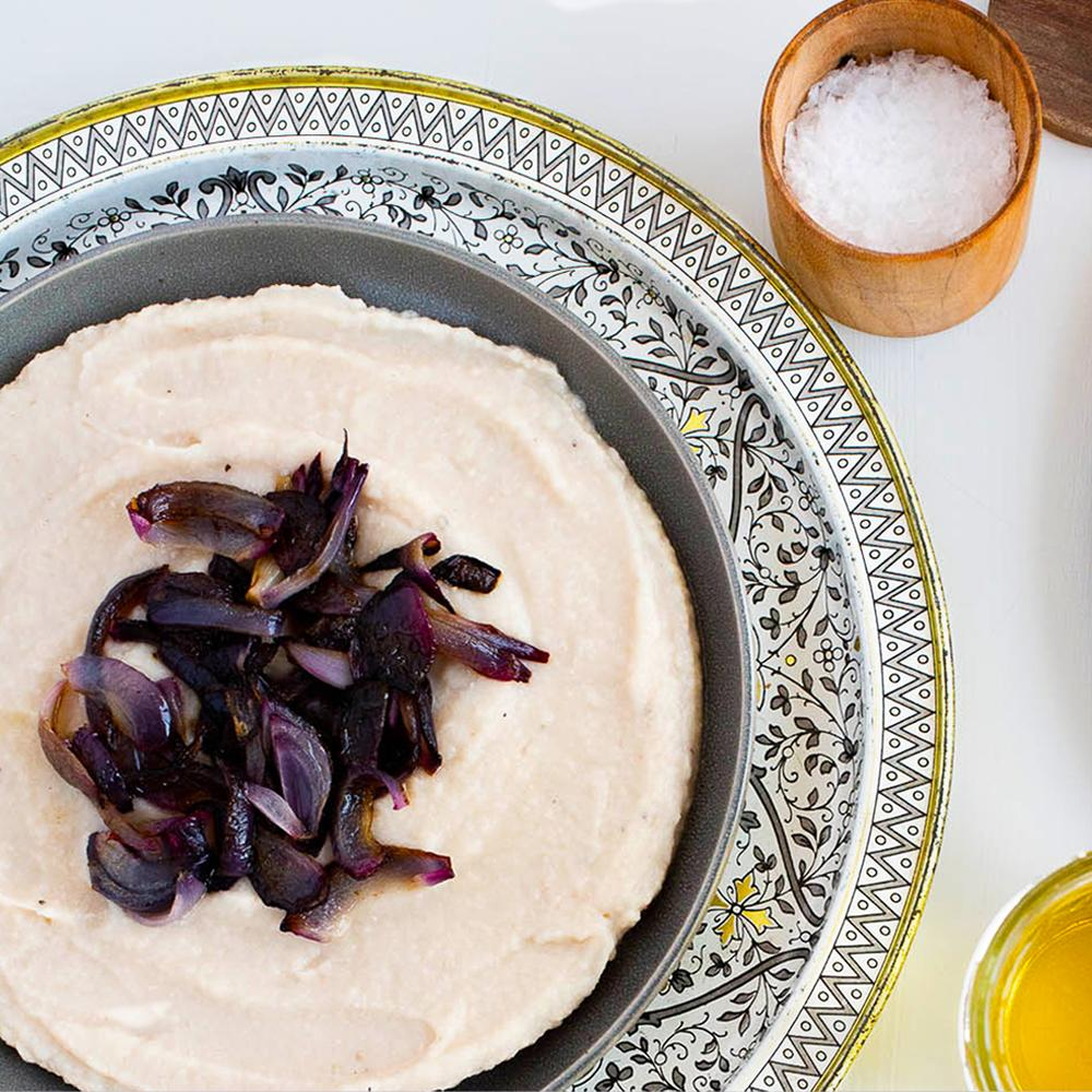 Garlicky white bean spread