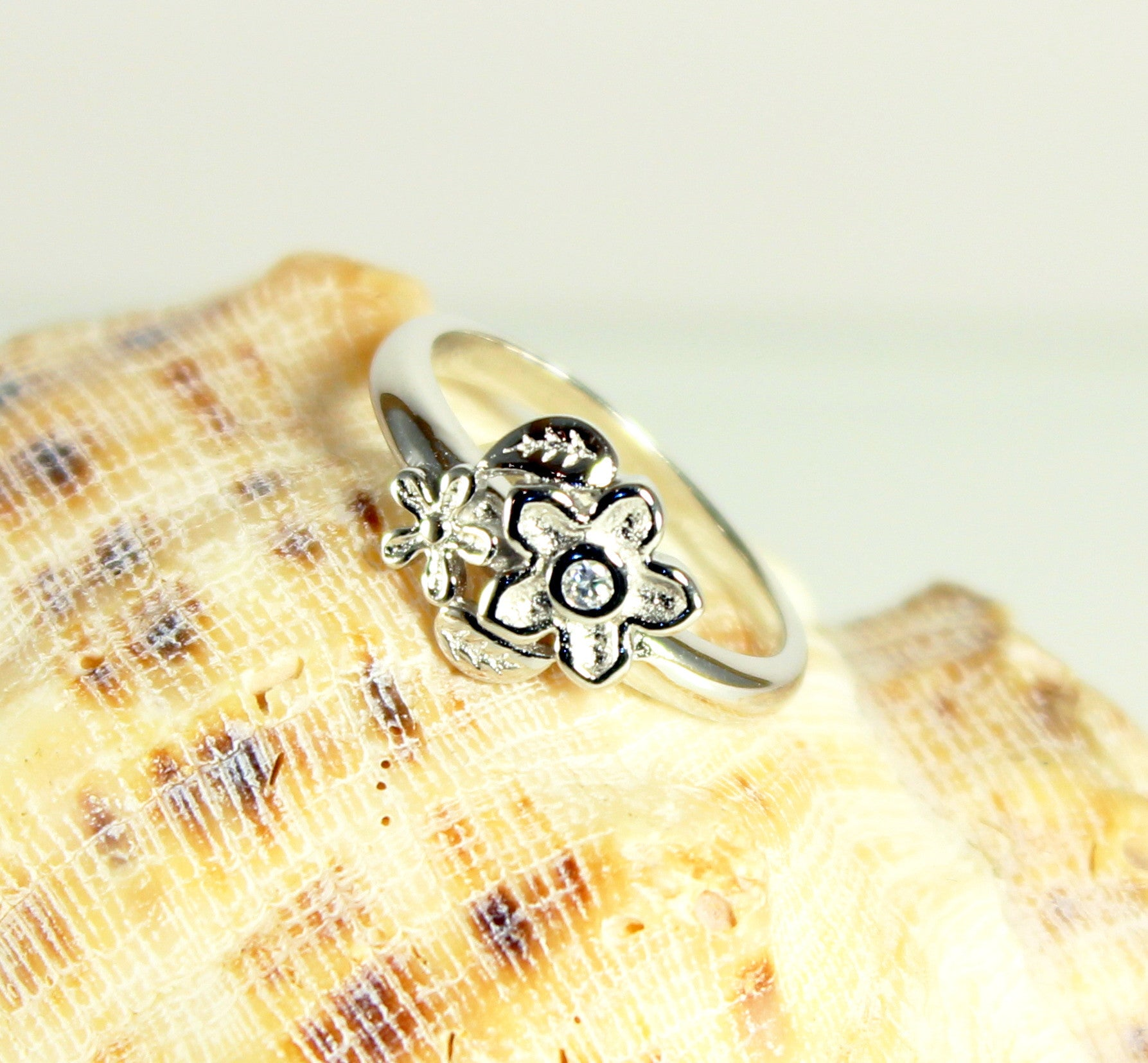 Daisy Sparkle Silver Plated Ring-Size 8