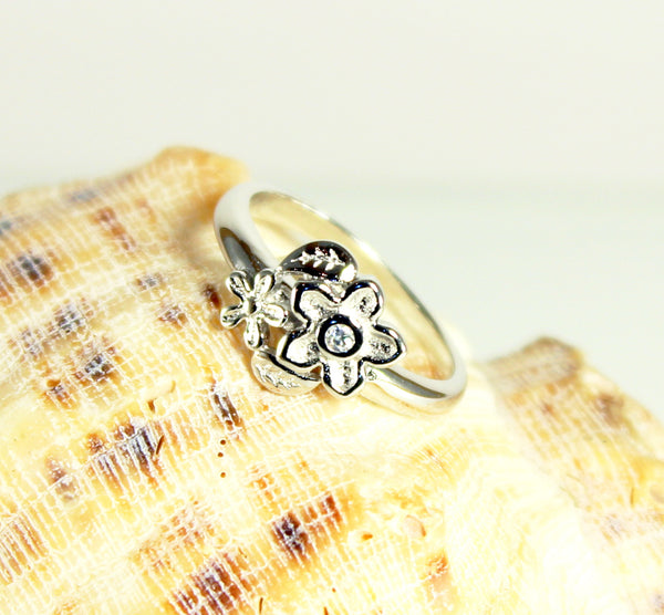 Daisy Sparkle Silver Plated Ring-Size 7