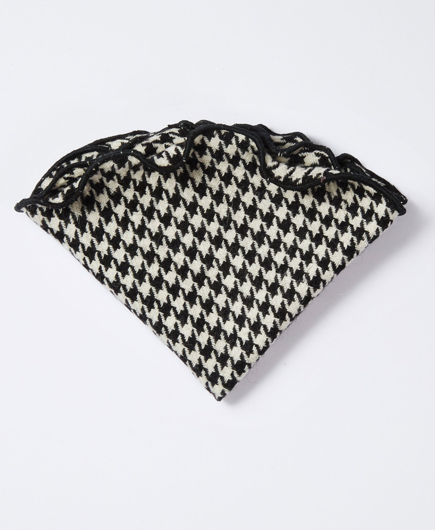 The Houndstooth Pocket Round