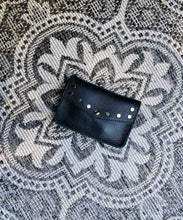 Afbeelding in Gallery-weergave laden, MINI LEATHER BAG - BELT BAG ZWART