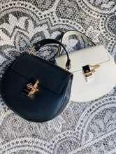 Afbeelding in Gallery-weergave laden, LEATHER BAG 'MY FAV' ZWART