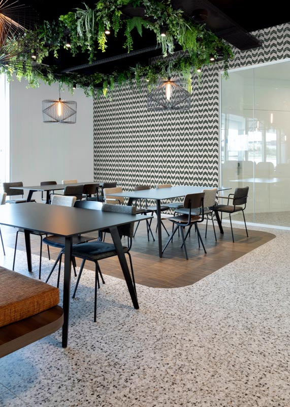commercial-tile-ideas-dining-area