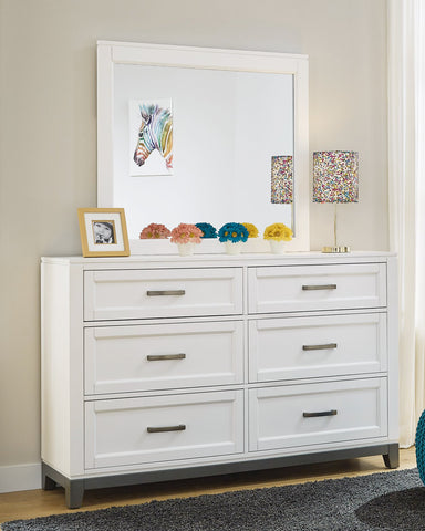 Brynburg Benchcraft Dresser and Mirror image