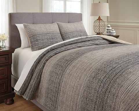 Arturo Signature Design by Ashley Duvet Cover Set King