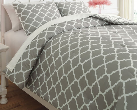 Media Signature Design by Ashley Comforter Set Full