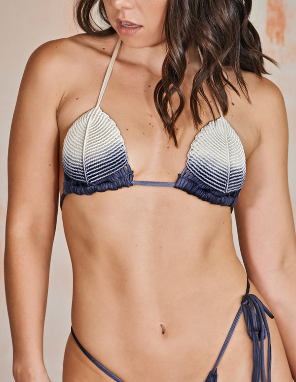 Shells Top Gray Storm. Hand-Dyed Triangular Bikini Top With Hand Woven Macramé In Gray Storm. Entreaguas