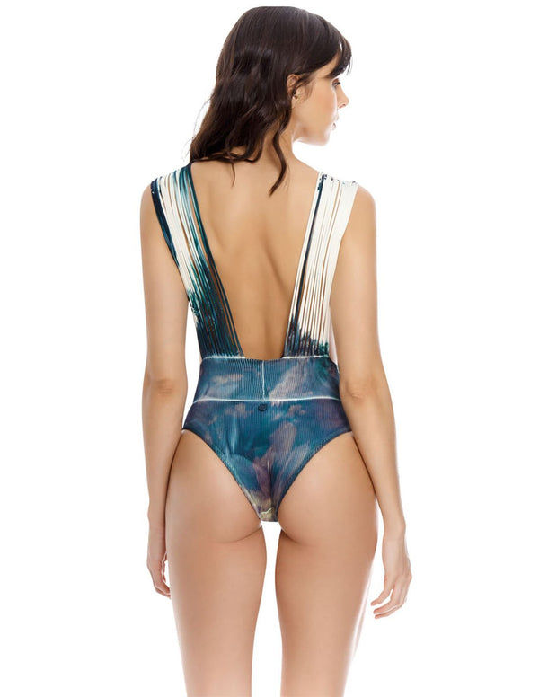 Dama Danzante One Piece Green Algea. Hand-Dyed Plunge One Piece Swimsuit With Hand Woven Macramé In Green Algea. Entreaguas