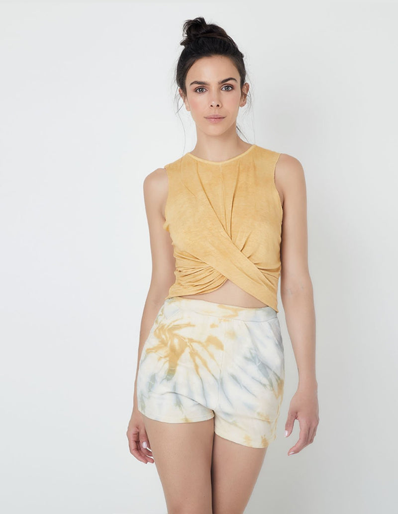 Farallon Short Cabbage Turmeric. Hand-Dyed Short In Cabbage Turmeric. Entreaguas