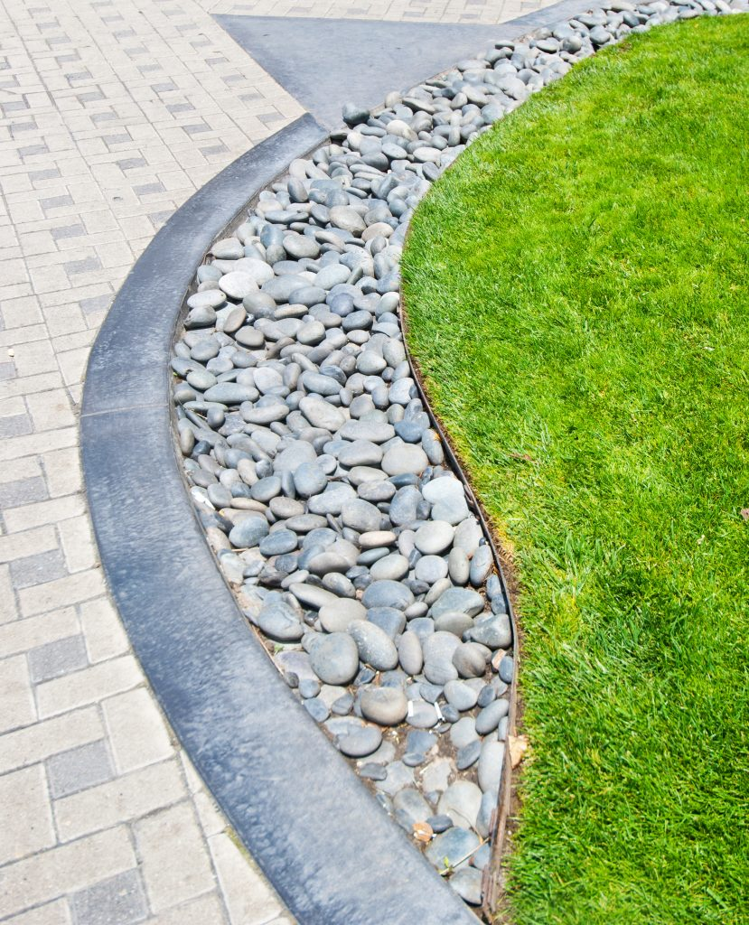 How to Edge Your Lawn with Metal Landscaping Options