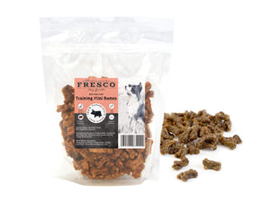 A bag of Fresco mini beef-flavoured training bones for dogs. Example bones are beside the bag.