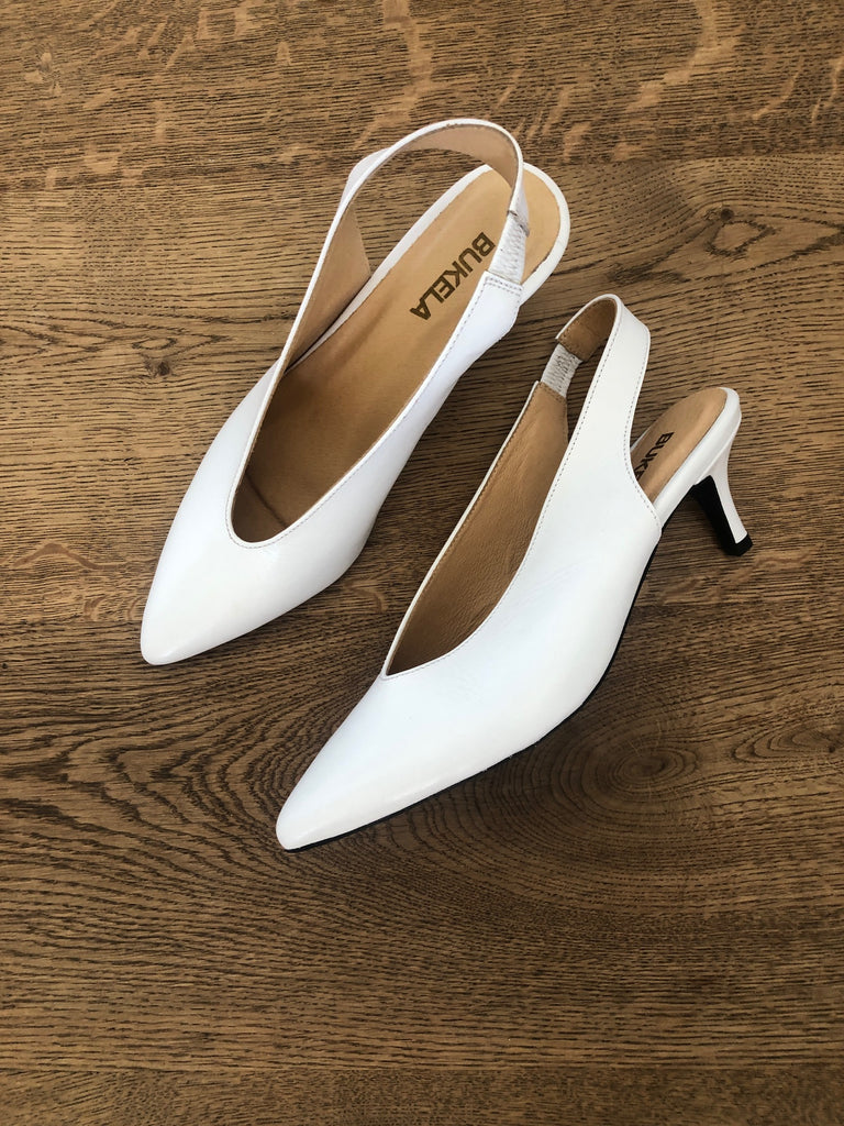 Bukela hvide sling back pumps