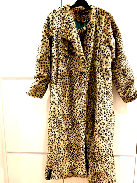 Stories of Lola leopard fake fur