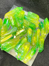 Load image into Gallery viewer, Emerald Aura Quartz Point